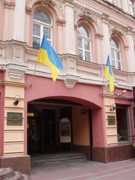 Культурный центр сменяют на золотой унитаз для Порошенко