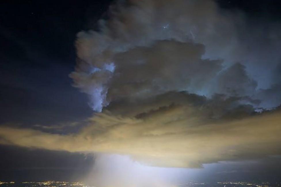 Над адронным коллайдером в Швейцарии открылся портал в другой мир