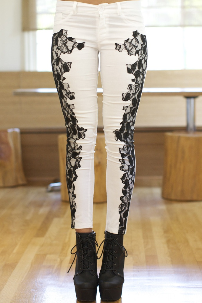Как сделать свои джинсы супер модными с помощью кружева