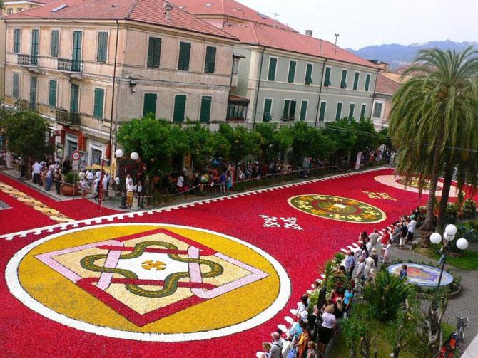Цветочные ковры: многометровые полотна из тысяч лепестков