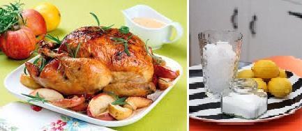 Вместо соли можно использовать марганцовку. Перед тем, как опускать мясо в приготовленный раствор, не забудьте удалить всю жировую прослойку, так как именно она часто и вызывает этот неприятный аромат. Оставить курицу в воде на 3-4 часа.