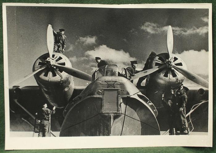 Летающая лодка и амфибия, в 1938 - 1940 годах 27 таких самолётов были выпущены в Таганроге.