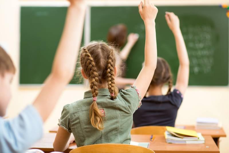 Двойка от Рособрнадзора: тысячи учителей не справились с математикой и историей