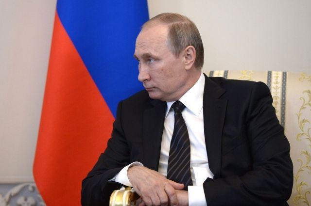 Путин присвоил почетные наименования 11 воинским полкам и дивизиям