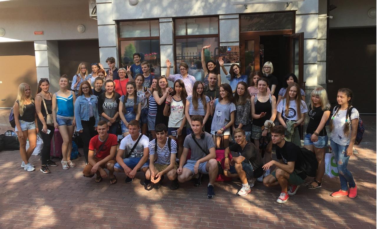 На каникулы к врагу. Украинские школьники поехали в Россию, теперь их обвиняют в измене