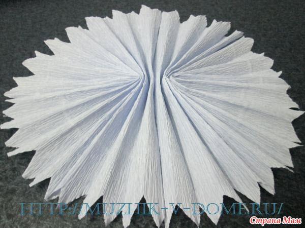 Как сделать огромную снежинку из гофрированной бумаги