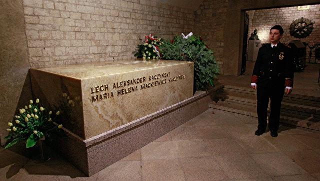 Чтобы было с кем выпить: В гробу Леха Качиньского нашли останки еще двух человек