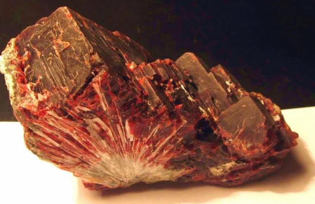 Как выглядит самый редкий и самый дорогой минерал в мире