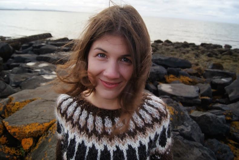 На фото: девушка в лопапейсе интересные факты о стране, исландия, факты