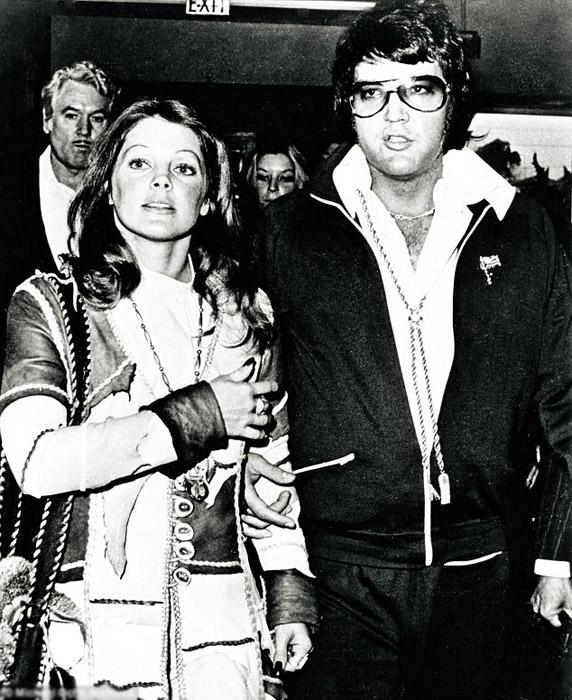 В 1973 году Элвис и Присцилла развелись, оставшись в дружеских отношениях. На снимке пара в зале суда.