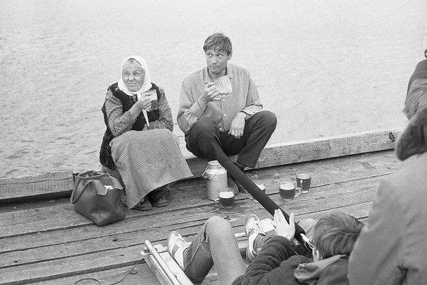 """Кадры со съемок фильма """"Любовь и голуби"""", 1984."""