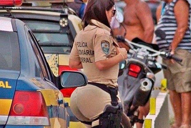 Тем временем в Бразилии: 15 кадров, на которые без смеха не взглянешь