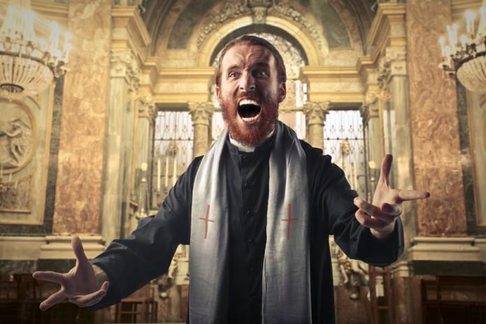 Новый священник попробовал Э…