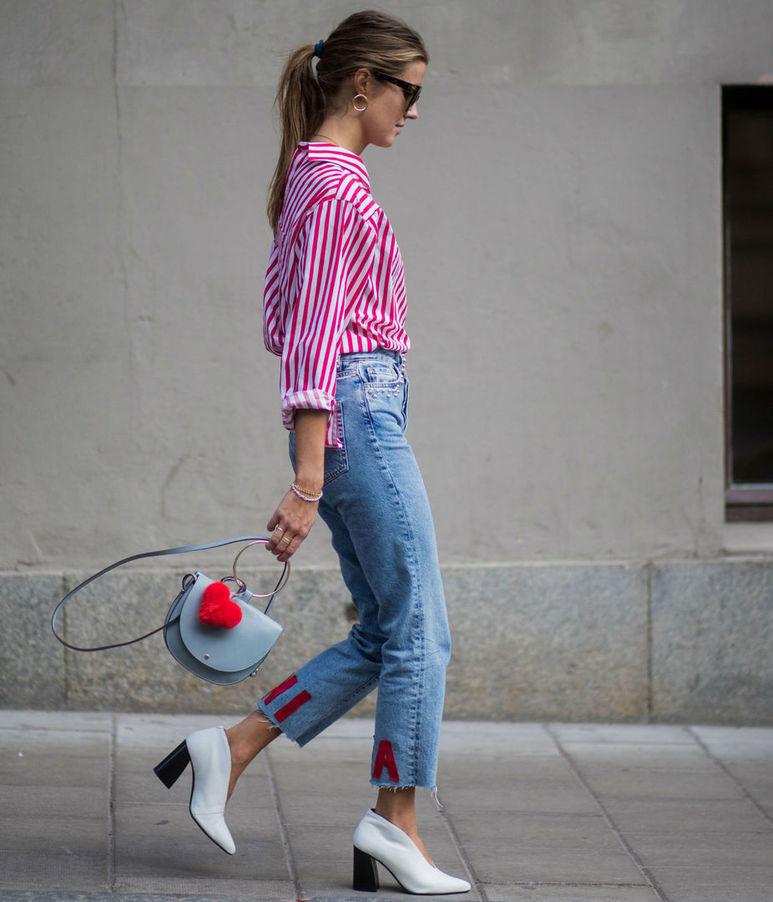 Уличная мода недели: лимонное платье, полосатая блузка и бордовые мюли