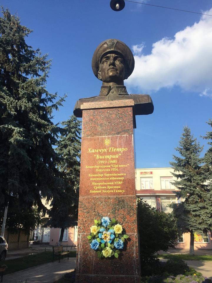 В Галичине установили памятник гитлеровскому полицаю, уничтожавшему мирное население