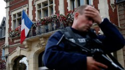 Во Франции террорист захватил заложников