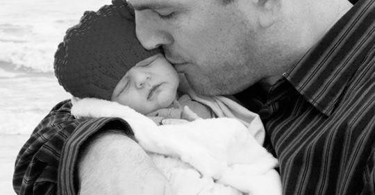 Жена родила мне сына и... отказалась от него. Забирал его из роддома я один