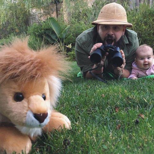 Весёлые фотосессии с переодеванием креативного отца и очаровательной дочки