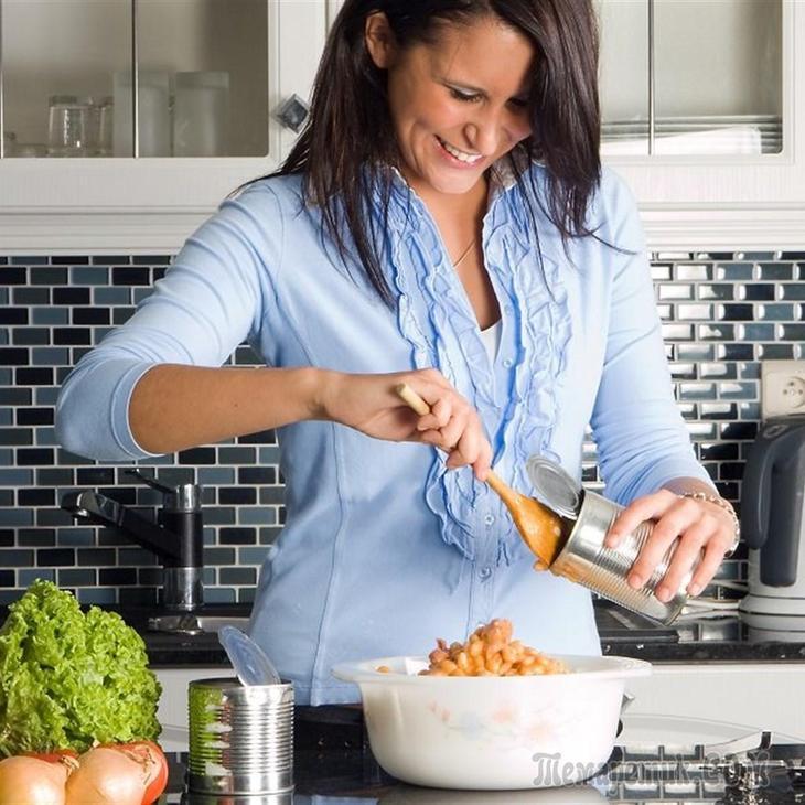 Нет никакой разницы, начинающий вы кулинар или наученная опытом хозяйка, вы всё равно не сможете держать все рецепты в голове...