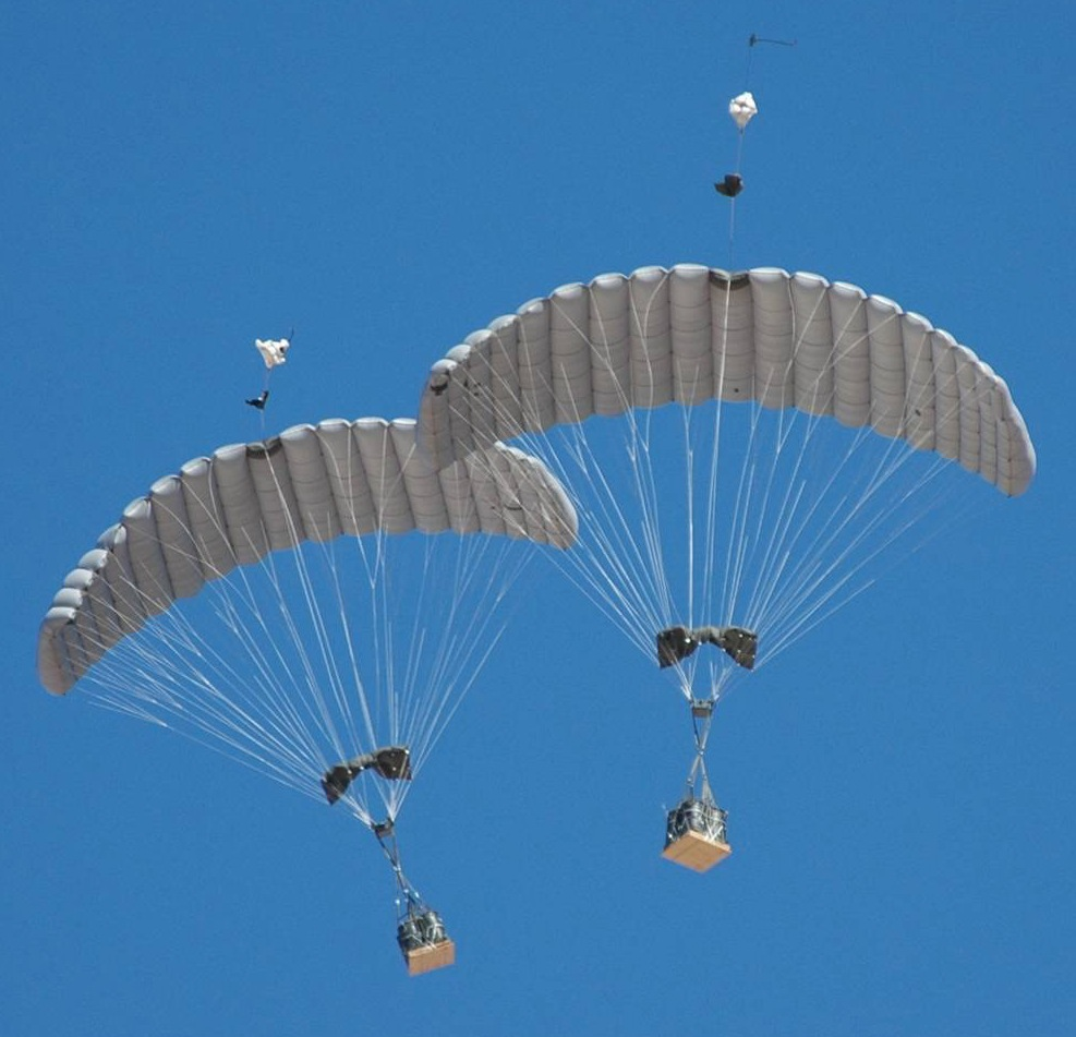 В России разрабатывается управляемая парашютная платформа