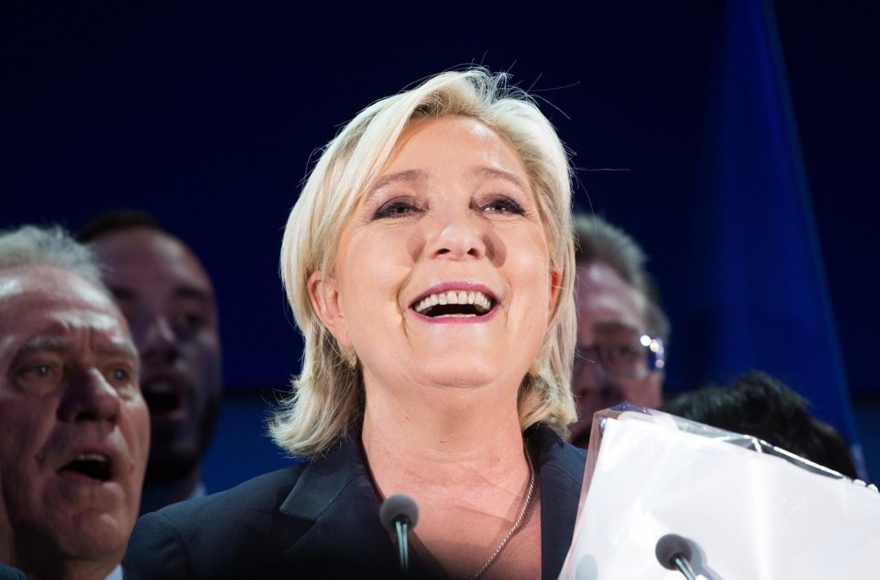 """Ле Пен заявила, что именно она стала причиной """"лихорадки"""" Макрона"""