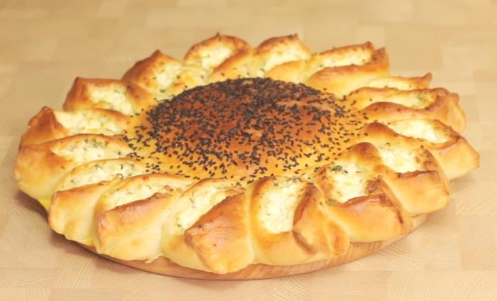 Пирог «Подсолнух» с мясом и сыром