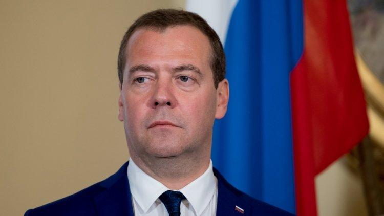 «Они бьют повсем»: Медведев…