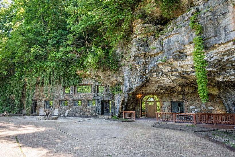 Продается восхитительный отель в скале, и внутри он еще невероятнее, чем снаружи (26 фото)