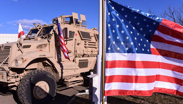 Американские военные промахнулись при сбросе броневика с самолета