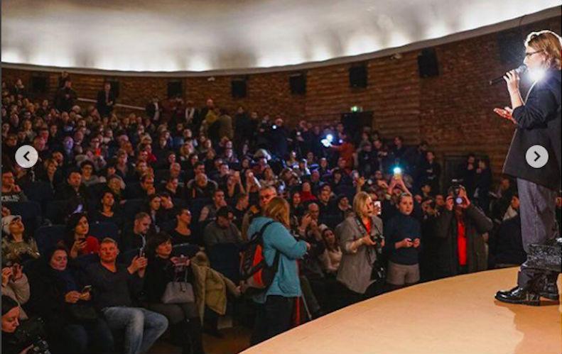 Собчак собрала 100 тысяч подписей без «рисовок»