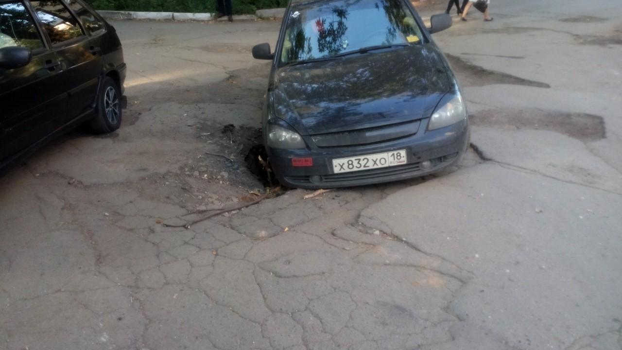 Ущерб автомобилю при аварии …