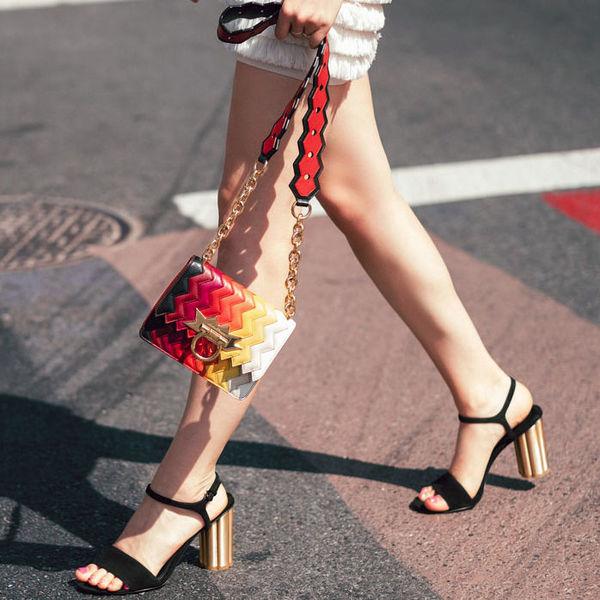 Семь моделей босоножек, которые визуально уменьшают размер ноги.
