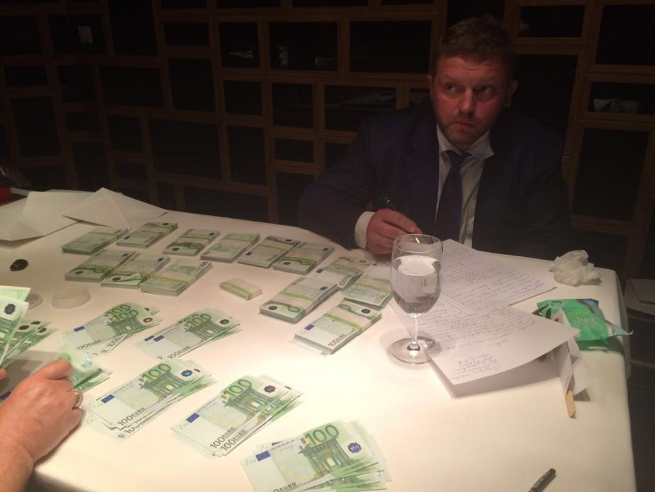 Опубликованы фото с задержания Никиты Белых со взяткой в 400 тыс. евро