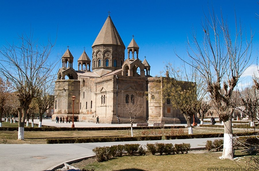 Первопрестольный Святой Эчмиадзин,Армения
