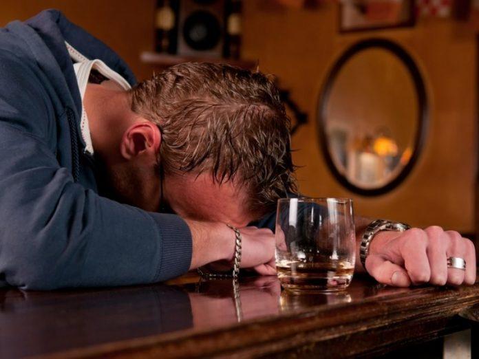 Пьяного мужчину эта ситуация…