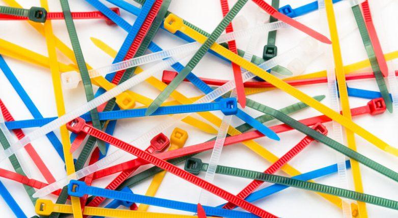 10 полезных применений кабельных стяжек в быту