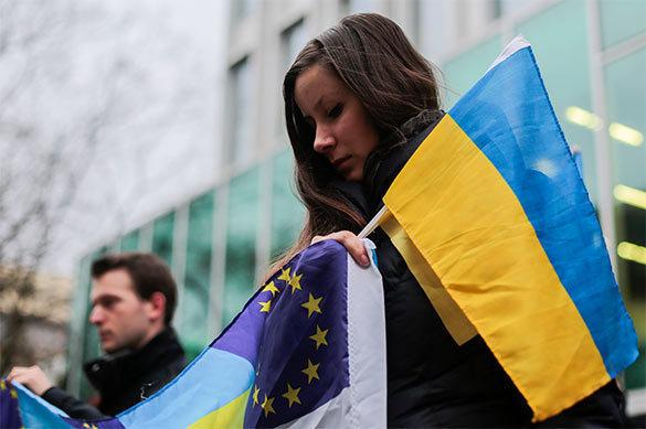 Запад одержал полную информационную победу над народом Украины