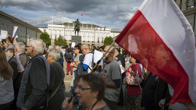 Польша захотела отгородиться от РФ: россияне высмеяли странную идею Варшавы