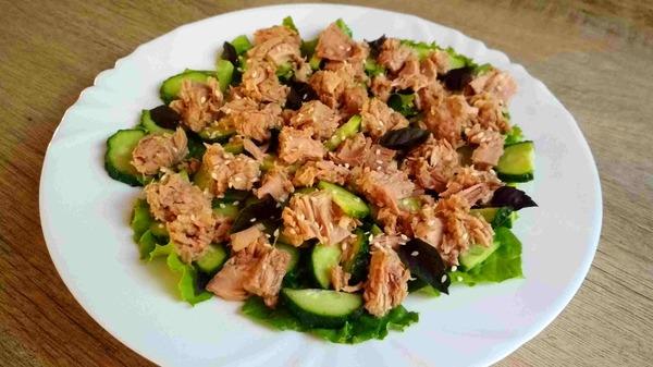 Легкий салат из тунца. Быстрый и полезный ужин