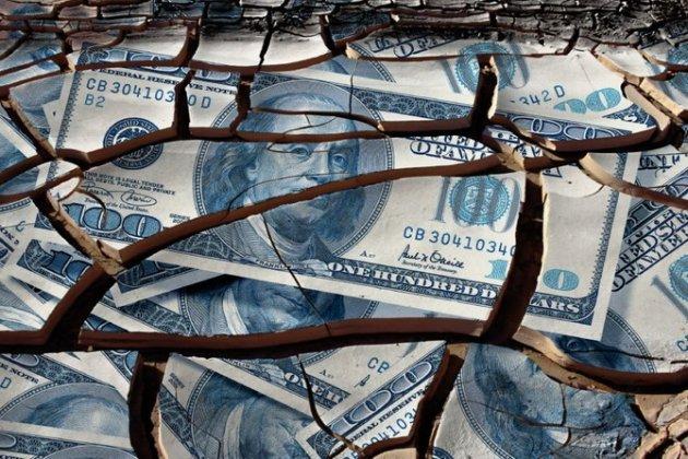 Эксперт об отказе от доллара: начинается борьба за трон «ослабевшего льва»