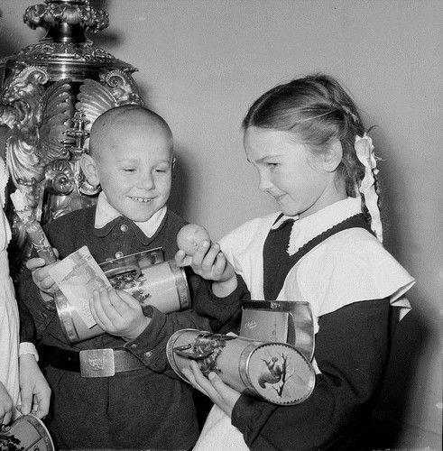 Когда в новогоднем подарке только пара мандаринок и карамельки... И ни одной шоколадной конфеты! дети, манная каша, страх, туалет, урок, школа, юмор
