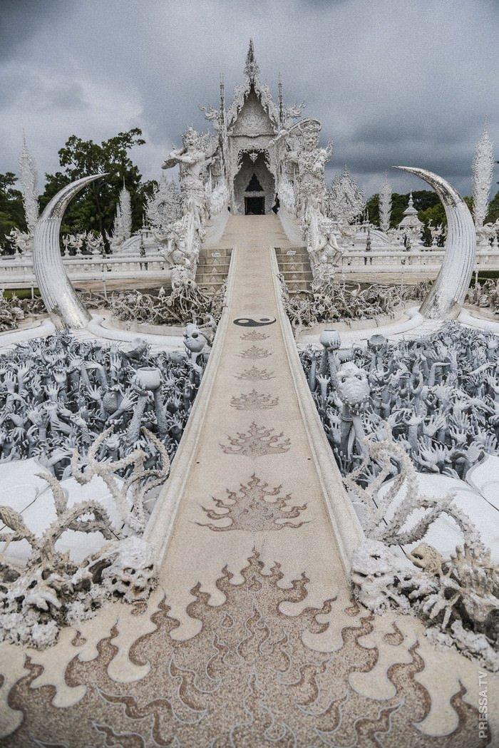 Символ Ада и Рая — необычный храм в Тайланде