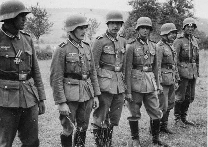 Многие солдаты и офицеры имели награды. /Фото: waralbum.ru.