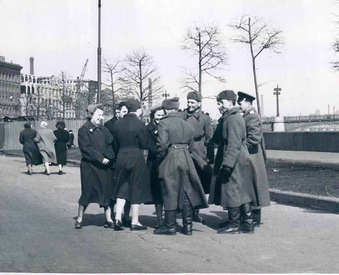 Встреча в выходной день, 1960 год.