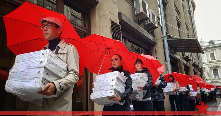 Президенту передали миллион подписей против пенсионной реформы