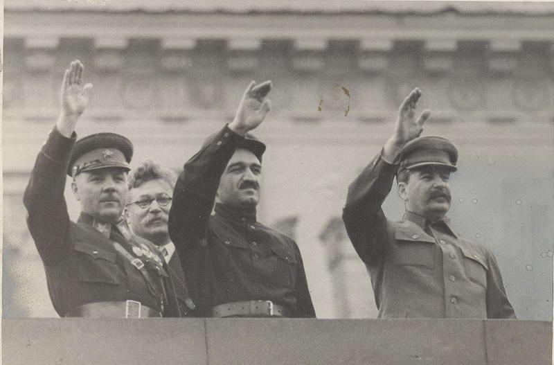 Как Сталин перед войной всех командиров расстрелял. Или не всех? И не расстрелял?