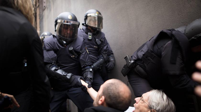"""Мадрид требует """"остановить сумасшествие"""""""