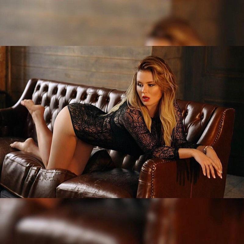 Богиня Фотошопа: 12 снимков, где Анна Семенович явно переборщила.