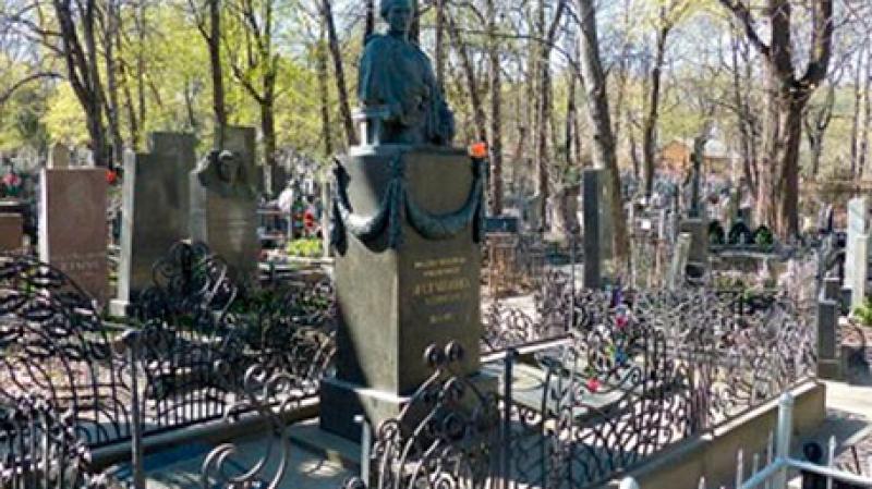 Европейские хроники: в Киеве обокрали могилу Леси Украины