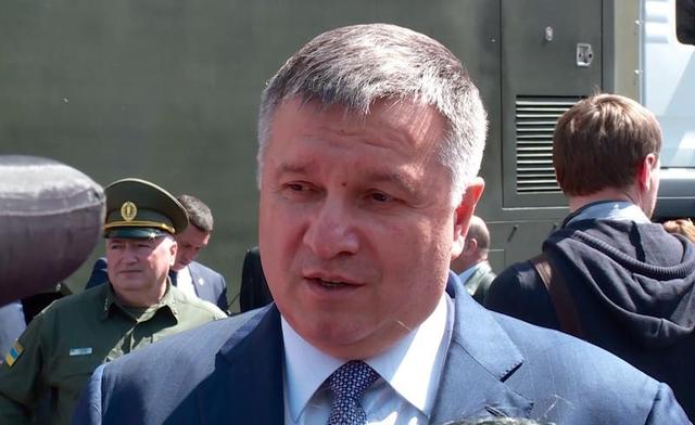 """Аваков """"разрешил"""" украинцам праздновать 9 мая"""